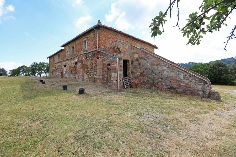 Sanierungsbedürftiges Bauernhaus mit viel Potenzial in sehr guter Lage