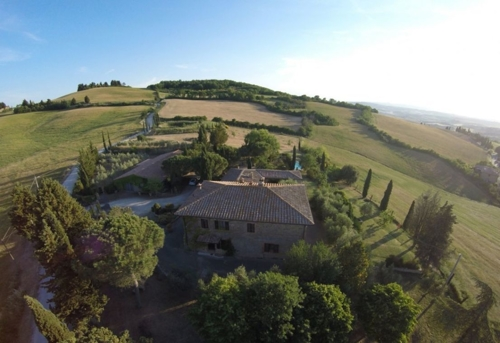 Schönes Bauernhaus mit Pool auf einem Hügel mit Blick auf Pienza und Monticchiello