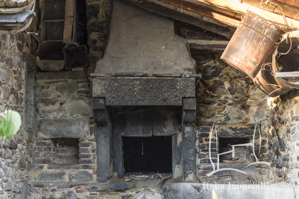 Sanierungsbedürftig! Traditionelles Bauernhaus in schöner Lage nahe der Altstadt Cortona
