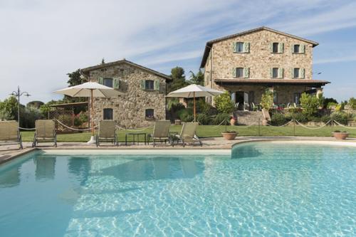 Historische Residenz mit beheiztem Infinity-Pool und Dependance in einzigartiger Lage