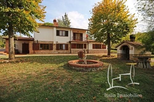 Großes Landhaus mit zwei Wohnungen, Garten, Garage und Pizzaofen umgeben von Weinbergen (7)