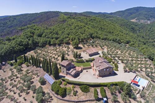 Traumhaftes Anwesen mit 3 Gebäuden, Infinity-Pool und viel Land in Panoramalage