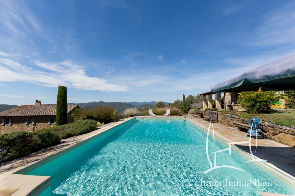 Authentisch! Elegant! Volkommen! 3 Gebäude, Pool, Panorama und Garten in Top Lage! (7)