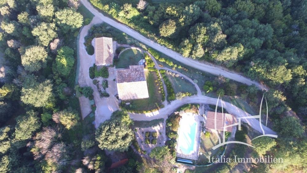 Authentisch! Elegant! Volkommen! 3 Gebäude, Pool, Panorama und Garten in Top Lage! (10)
