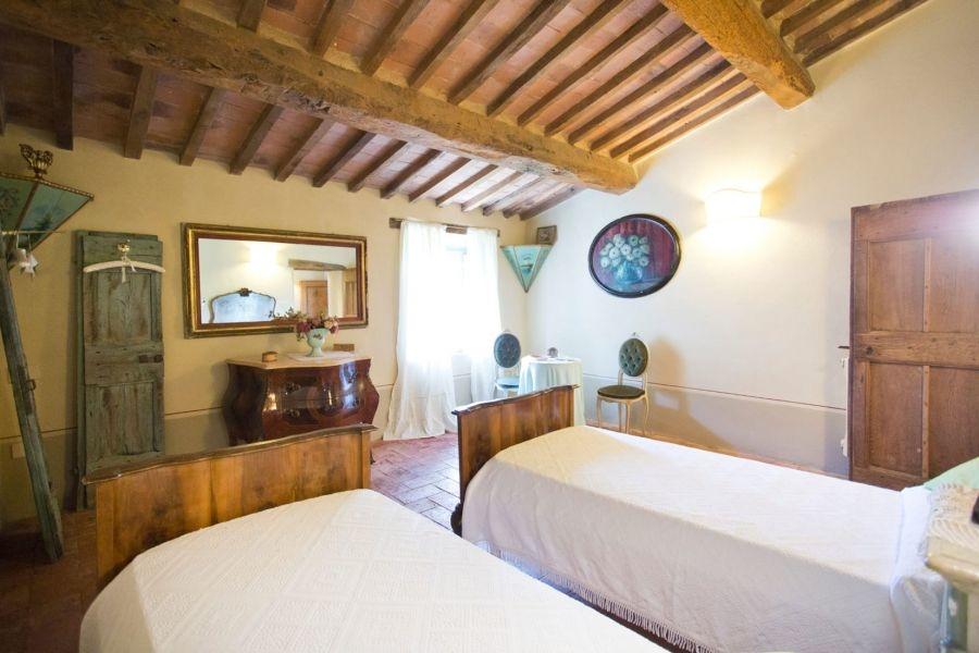 Entzückendes Bauernhaus mit 4 Wohnungen, Panoramapool und 5,5ha Land in der Val d'Orcia (15)
