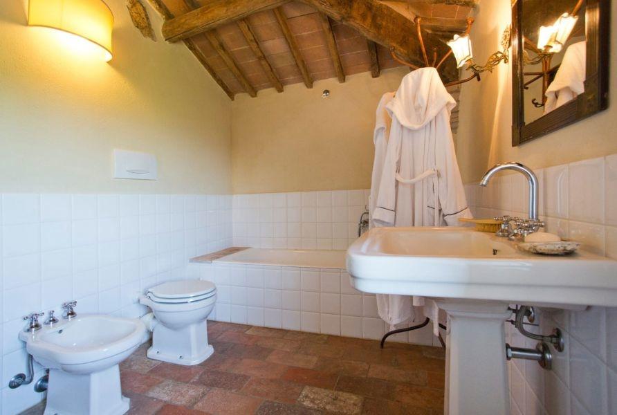 Entzückendes Bauernhaus mit 4 Wohnungen, Panoramapool und 5,5ha Land in der Val d'Orcia (1)