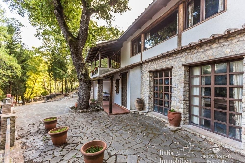 Landhaus mit 3500qm Garten in einer Wohnanlage 4km von Narni (2)