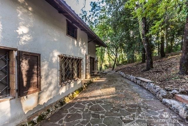 Landhaus mit 3500qm Garten in einer Wohnanlage 4km von Narni (5)