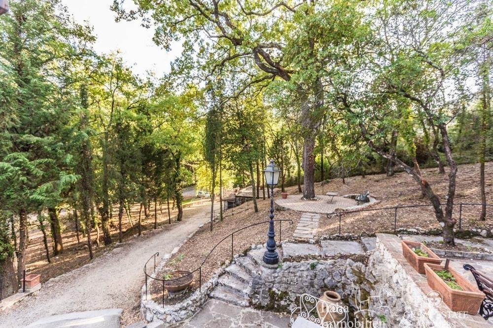Landhaus mit 3500qm Garten in einer Wohnanlage 4km von Narni (23)