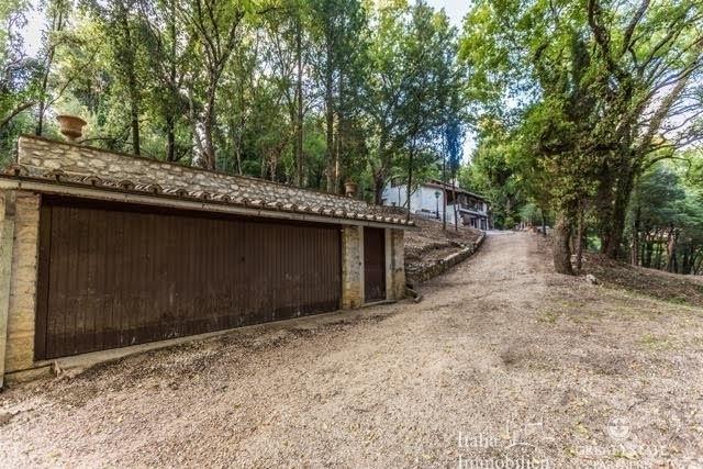 Landhaus mit 3500qm Garten in einer Wohnanlage 4km von Narni (26)
