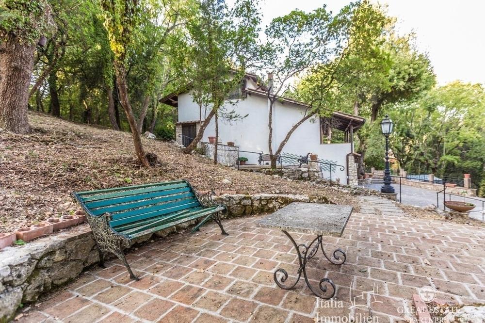 Landhaus mit 3500qm Garten in einer Wohnanlage 4km von Narni (28)