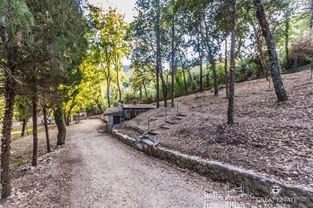 Landhaus mit 3500qm Garten in einer Wohnanlage 4km von Narni (29)