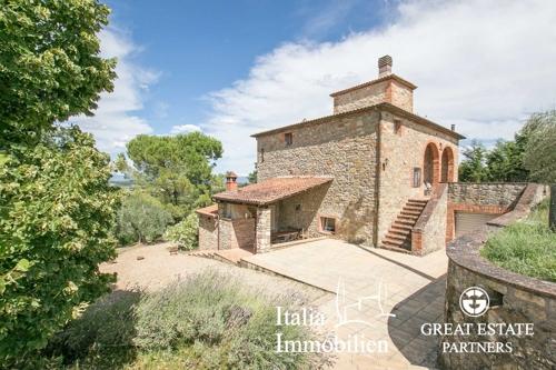 Traditionelles Bauernhaus mit Swimmingpool, Garten und Olivenhain in Panoramalage