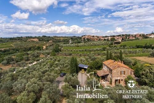 Charakterischer Bauernhaus mit einem 7000qm großen Garten mit 120 Olivenbäumen und Garage (2)