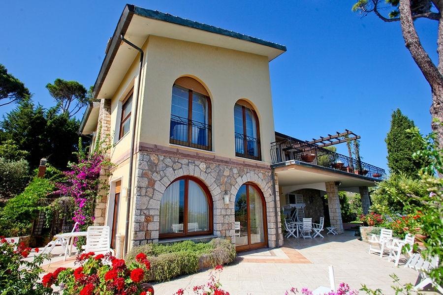 Exklusive Villa mit Blick auf die Bucht zwischen dem Argentario und Talamone