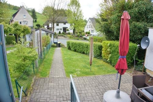 mit Garten u. Terrasse