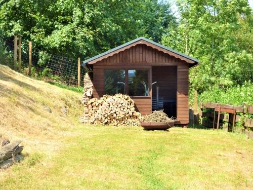 ...mit Gartenhütte