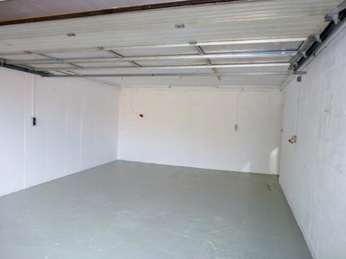 2. Garage mit Rolltor