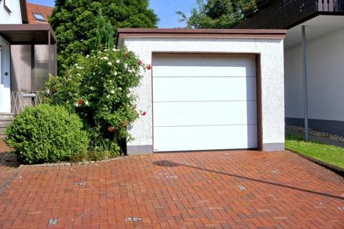 Eigene Garage + 2 Stellplätze