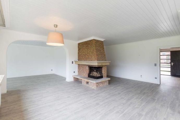 Wohn- und Essbereich mit Kamin.jpg
