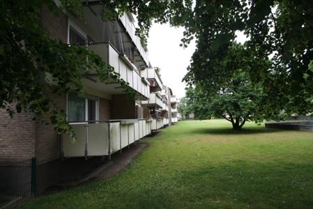 mit schönen Balkonen