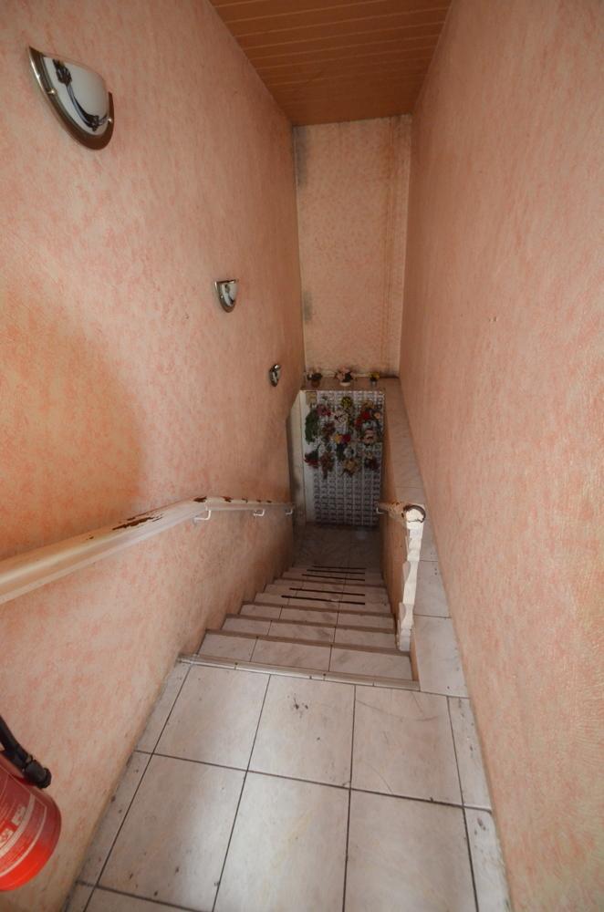 Kellertreppe zu den Lagerflächen, Sanitär