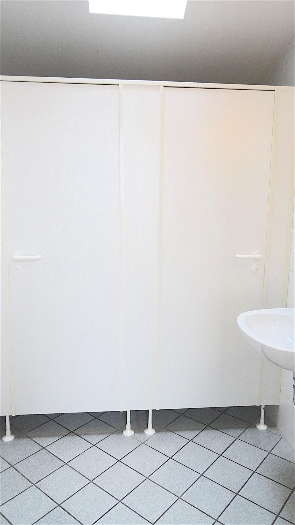 12 WC Damen