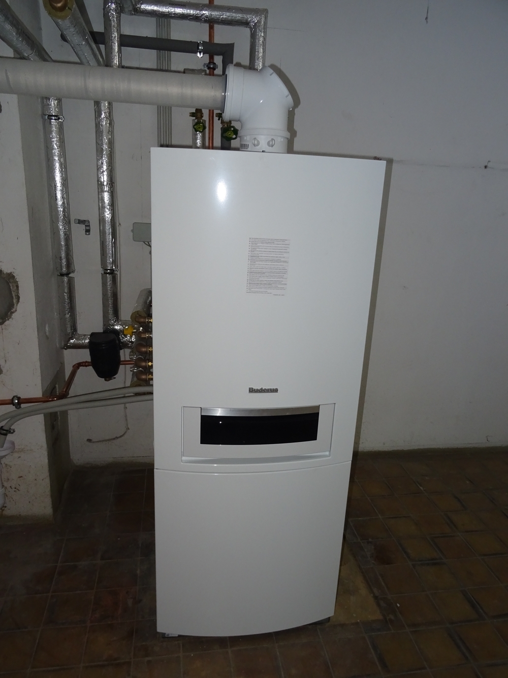 Brennwertkessel : Heizungszentrale NEU