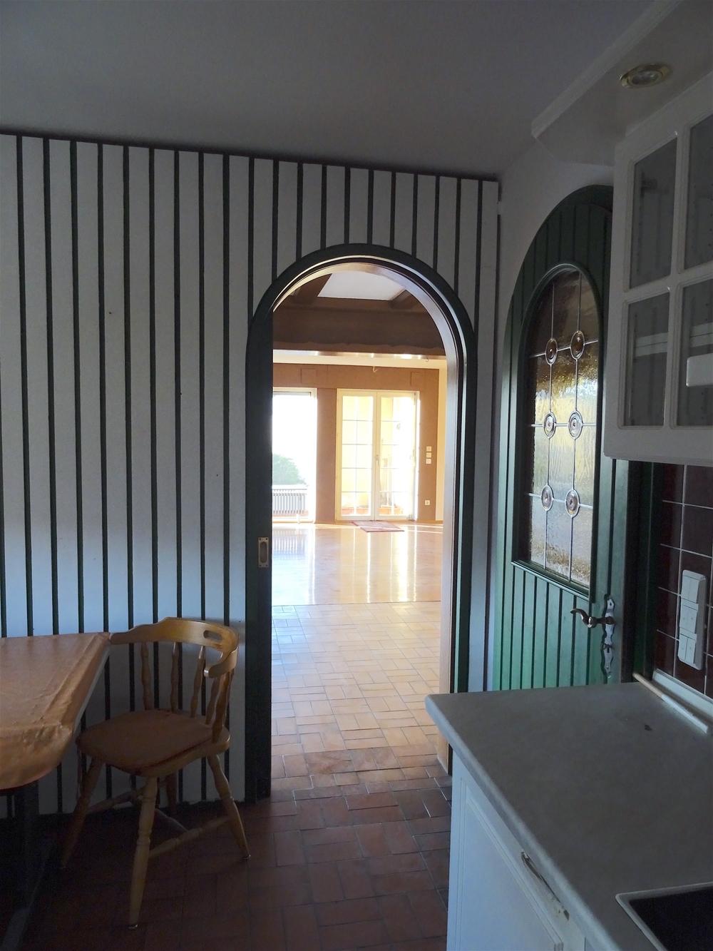 Küche zum Essbereich und Wohnzimmer