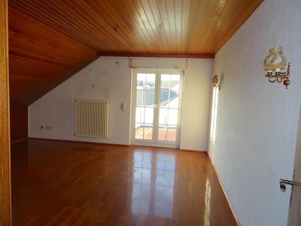 Schlafzimmer links OG Zugang Balkon