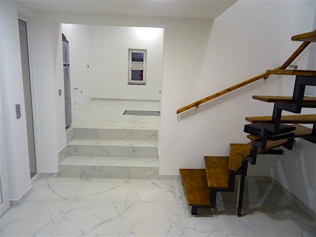 Flur Blick Küche und Treppe