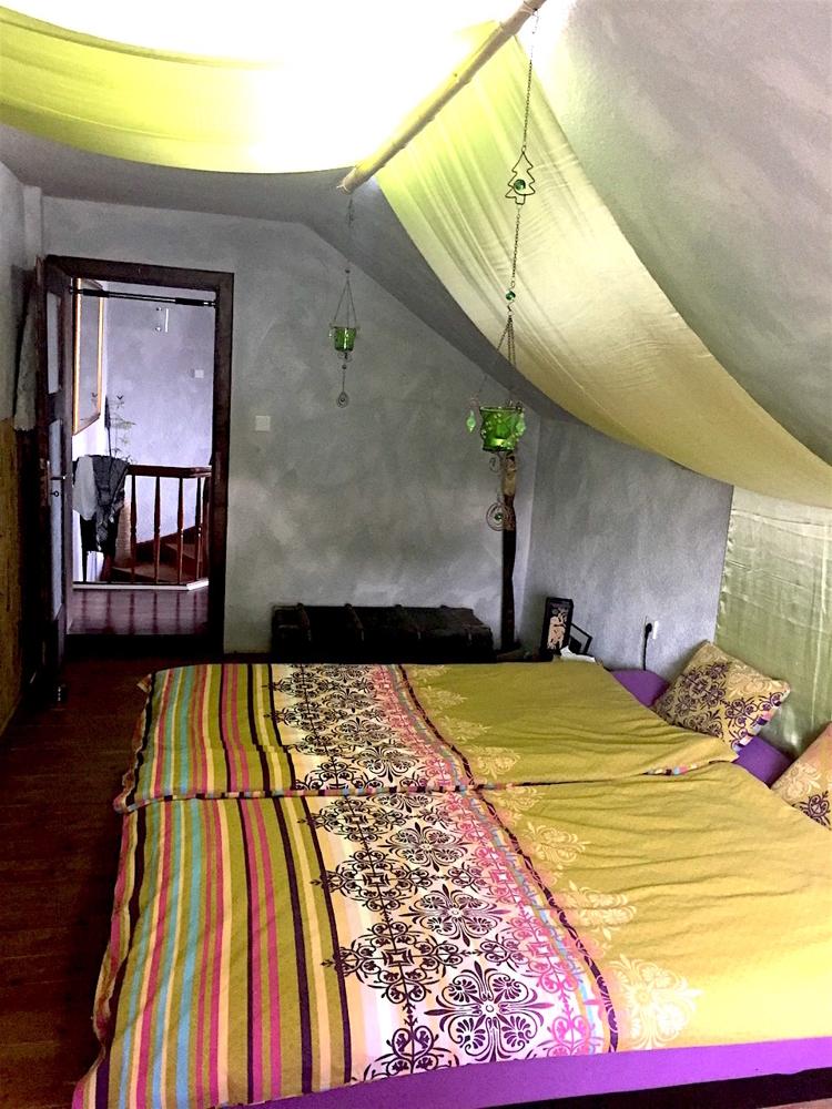 Schlafzimmer 1**