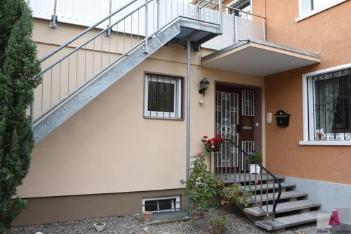 Eingang und Treppe zur Dachterrasse