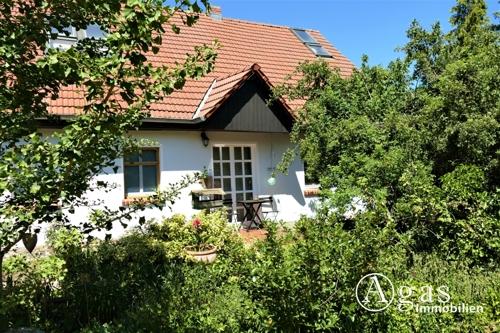 Wohnhaus mit Garteneingang