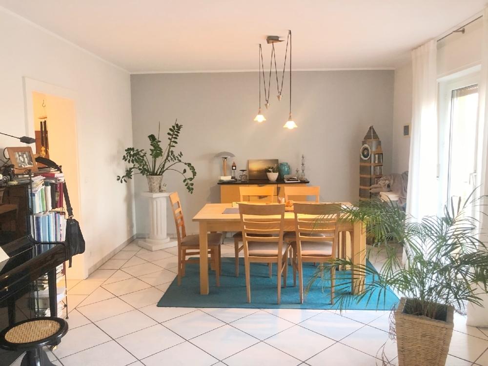 Wohnzimmer-Essbereich