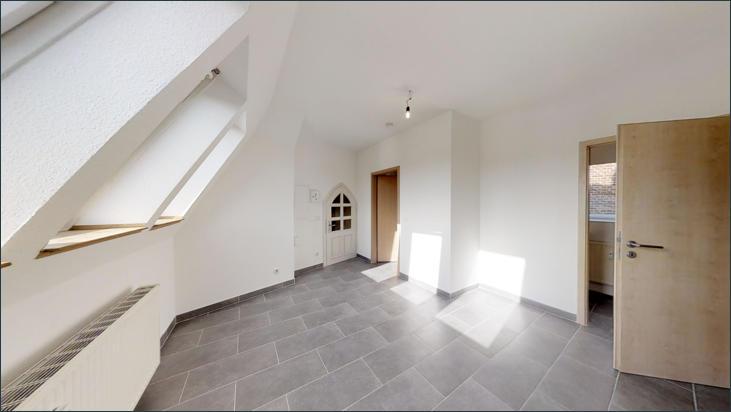 Eingangsbereich:Küche mit Zugang zum Bad und Gäste-WC