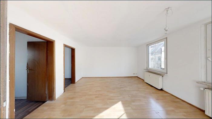 Wohnzimmer, leere Wohnung im OG
