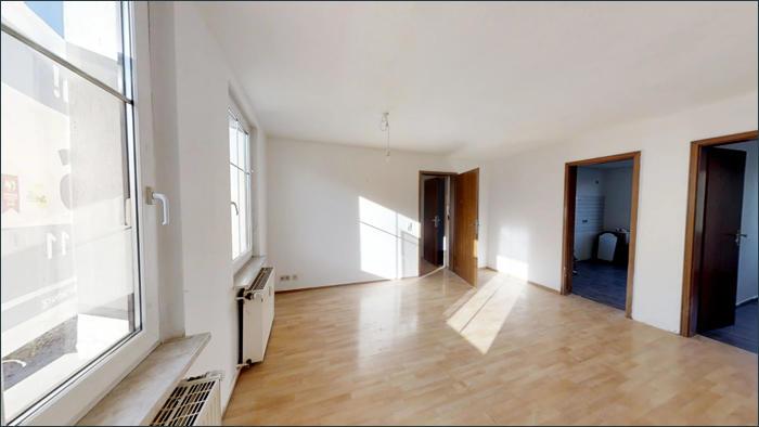 Wohnraum, leere Wohnung im OG