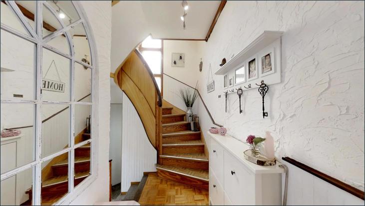 EG: Aufgang ins Obergeschoss