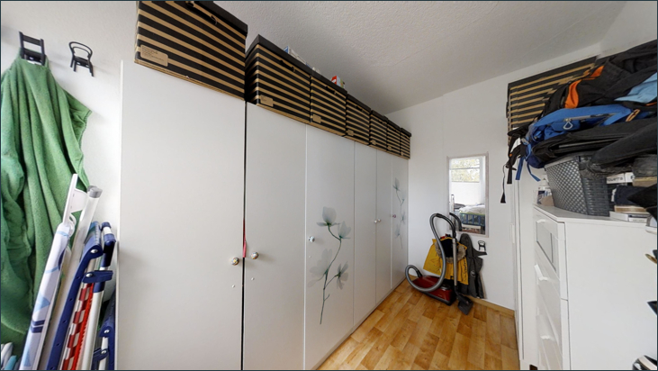 Begehbarer Kleiderschrank (Wohnung 1.OG)