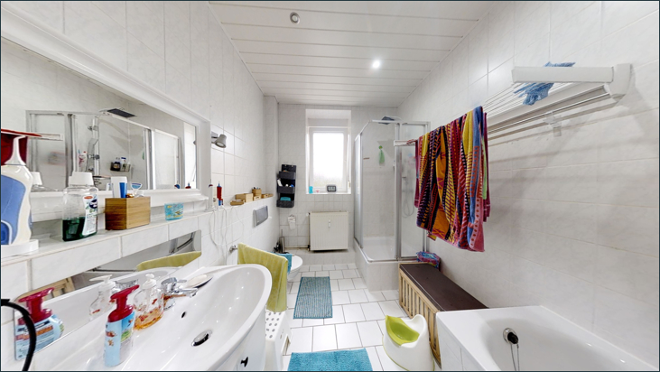 Bad mit Dusche & WC (Wohnung 1.OG)