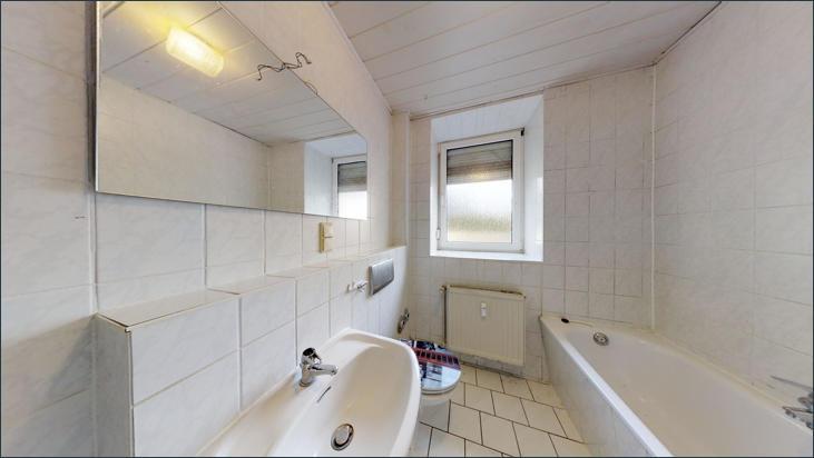 Bad mit Badewanne & WC (Wohnung EG)