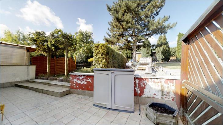 Terrasse - Blick zum Garten