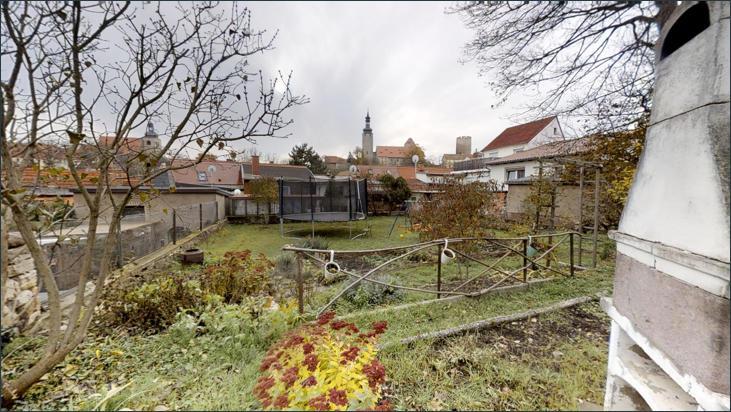 Garten mit Blick auf die Burg