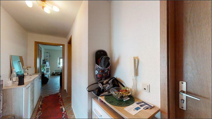 Wohnung im OG im rechten Eingangsbereich