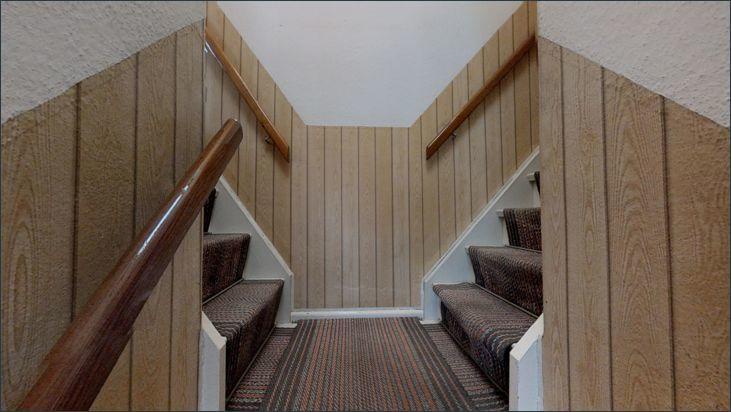 Treppenaufgang zum 1. OG