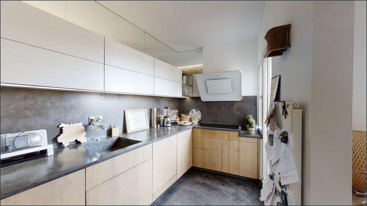 Küche mit Zungang zum zweiten Balkon
