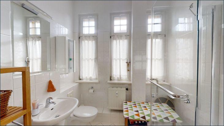Bad mit WC und Dusche bei den Kinderzimmern