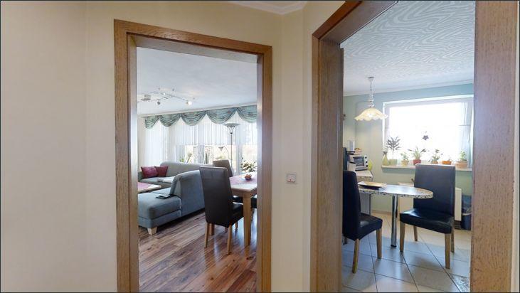 Zugang zur Küche und Wohnzimmer