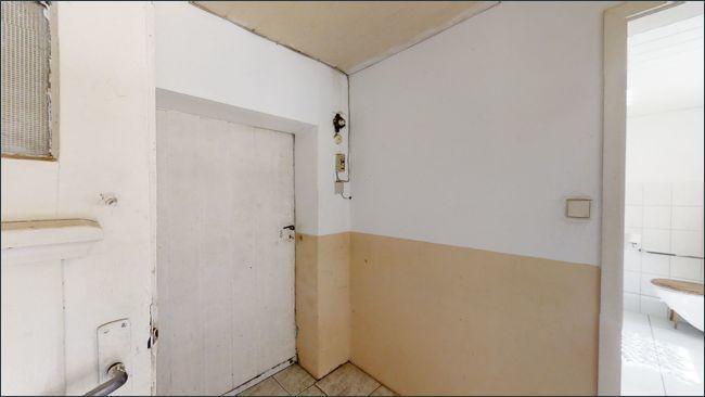 Eingangsbereich mit Zugang zum Nebengelass